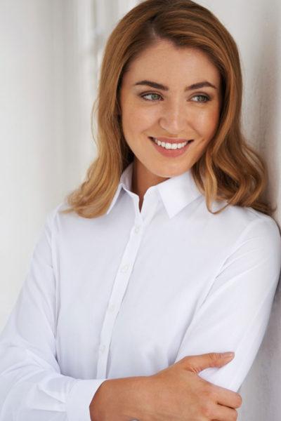 selene-blouse-2270a-lifestyle
